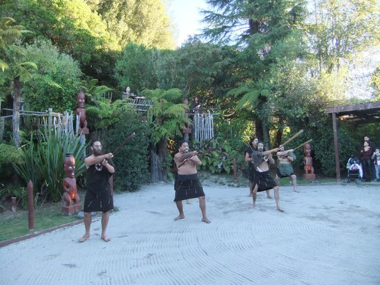 Village maori de Tamaki : The welcoming committee