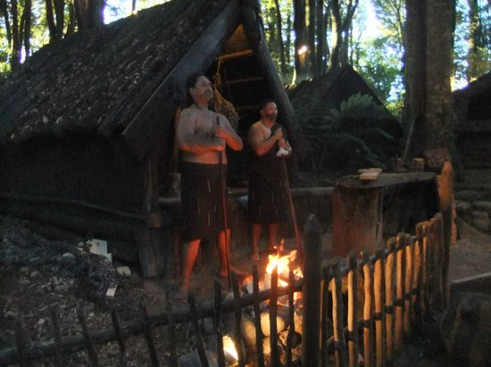 Village maori de Tamaki : Tatoo-ing