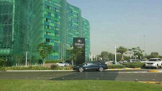 Hilton Capital Grand Abu Dhabi: OUTSIDE