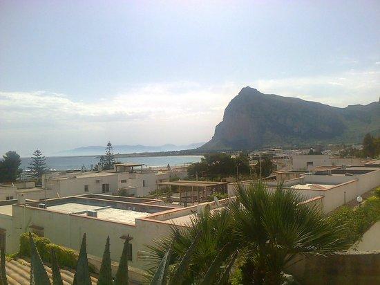 Hotel / Villaggio Cala Mancina: questa è la vista dalla mia stanza