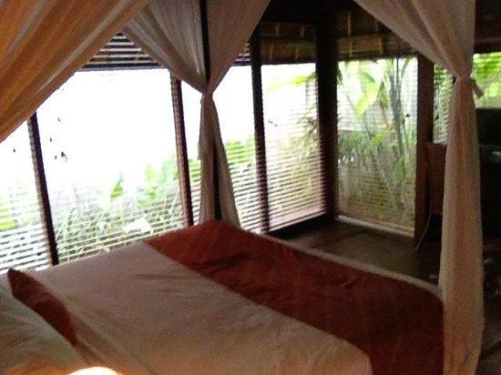 Mayaloka Villas: Bedroom, sealed off from villa + aircon