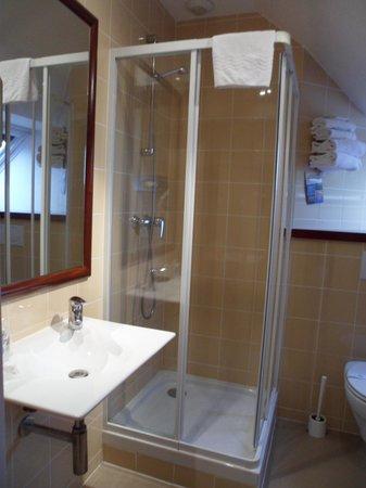 Kyriad Saint-Malo Ouest - Dinard: agréable douche