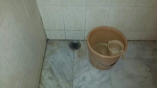 Suryaa Villa: bad bathrooms