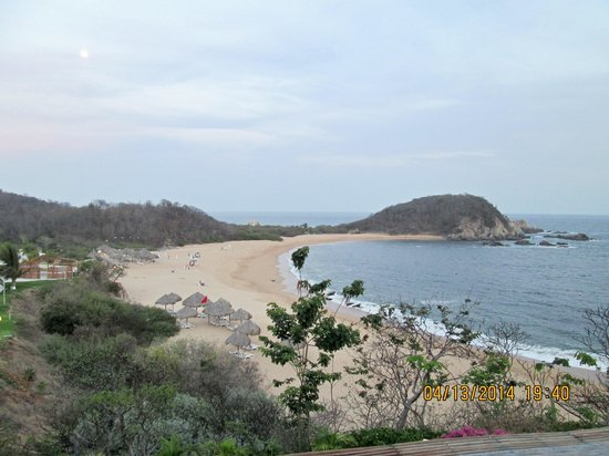 Secrets Huatulco Resort & Spa: From the Candy Reef Bar.