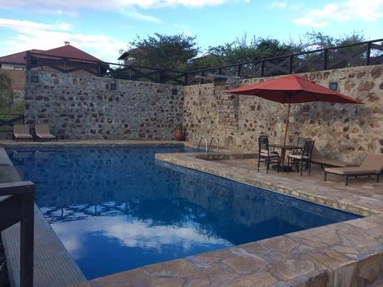 Bashay Rift Lodge: pool at sunset