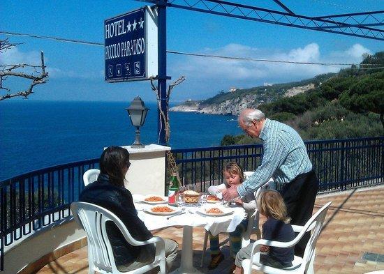 Hotel Piccolo Paradiso: Auf der Hotelterrasse beim Mittagessen