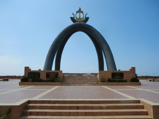 Billionth Barrel Monument : Front view