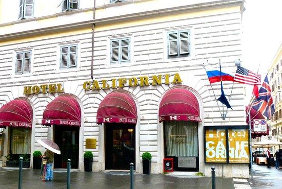 Hotel California: На здании отеля развевается российский флаг