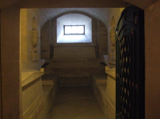 Pantheon: Здесь можно встретиться с самим Дюма-отцом.