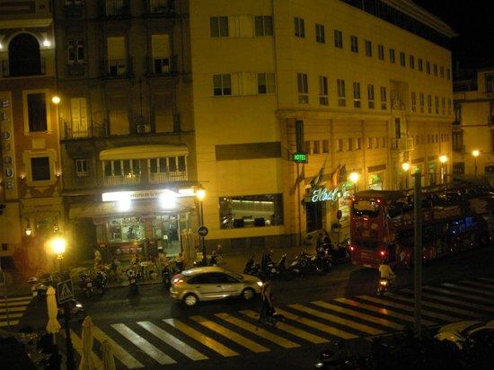Hotel America  - Seville: Active plaza
