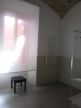 La Finestra sul Colosseo B&B: Suite bathroom