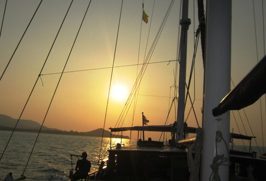 Boutique Yachting - Day Cruises & Private Charters: Brilliantly relaxing