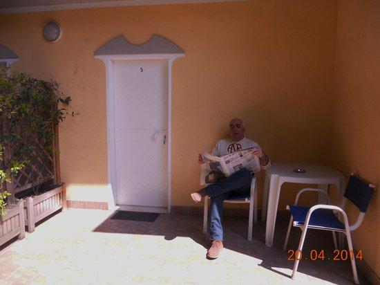 Albergo Ristorante Pozzi : giardinetto della camera