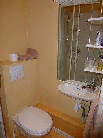 Hotel-Restaurant de la Plage : le lave-mains faisant office de lavabo