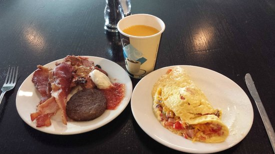 Magnolia Hotel Houston: Breakfast buffet
