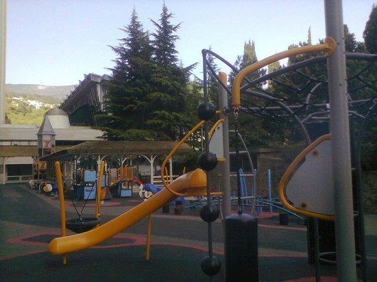 Yalta Intourist Hotel: Новая детская площадка