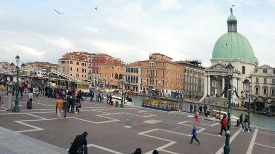 Hotel Ambasciata: Venedig, Sicht vom Bahnhof
