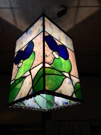 Tsuyukusa: 照明も手作りのステンドグラス