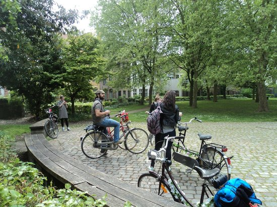 Lille à Vélo By Le Grand Huit : A stop at the smallest house in Lille