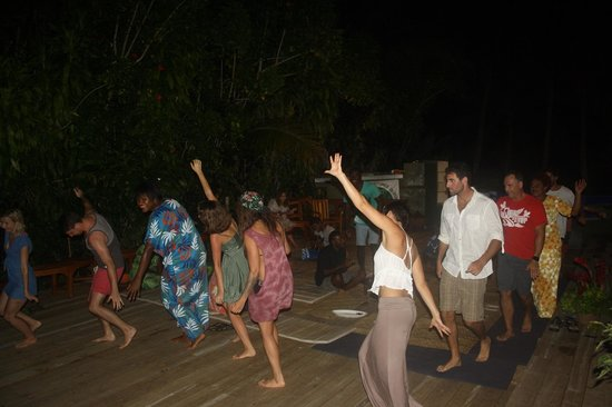 Matanivusi Surf Resort: Kava night was a blast!