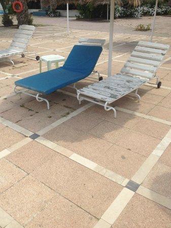 Hotel Acqua Viva: Chaises longues