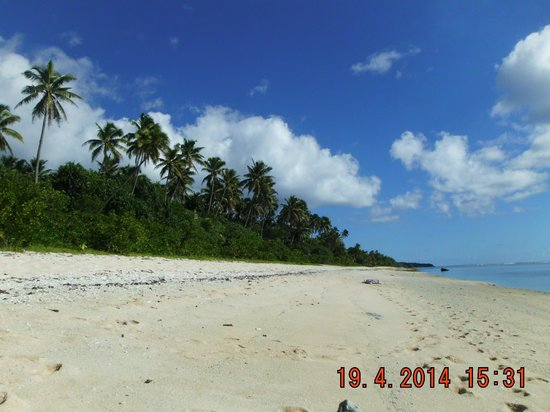 Heilala Holiday Lodge : Foot steps to beach