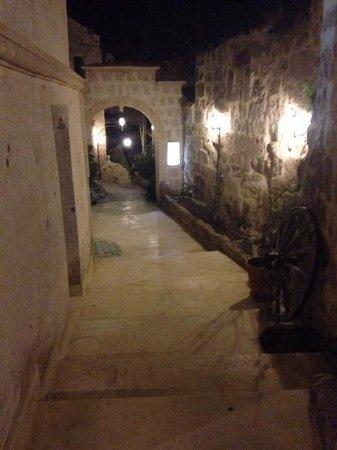 Blue Valley Cave Hotel: entrance way