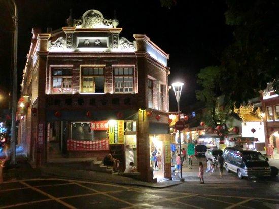 Shenkeng Tofu Street: Night scene