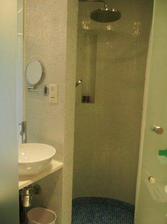 Dorsett Mongkok Hong Kong: bathroom