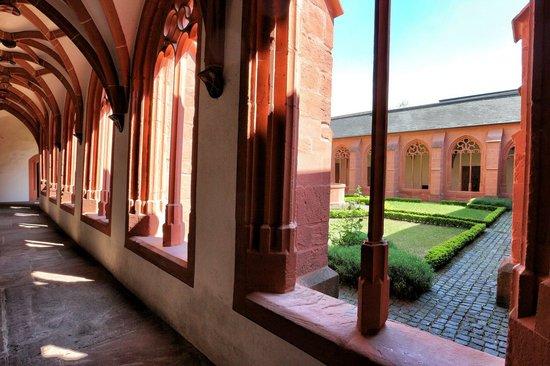 Katholische Pfarrkirche St. Stephan: Kreuzgang