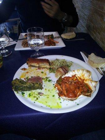 Il Miracolo dei Pesci: Il piatto appena depredato...