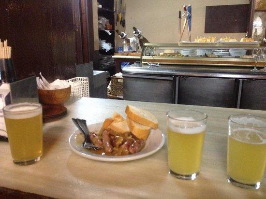Restaurante San Pedro Abanto: Aperitivo salchichas encebolladas