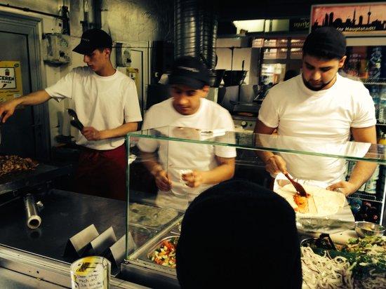 Mustafa's Gemuese Kebab: Cuisiniers