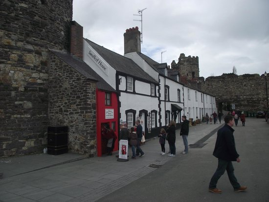 Smallest House in Britain: Looking along the quay side