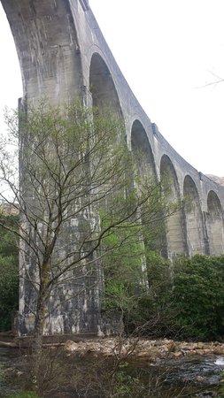 Craigag Lodge: Under the viaduct