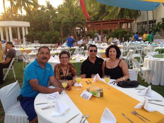 Sunscape Dorado Pacifico Ixtapa: Thank you Sunscape dorado management and staff from us four Hugo ,Elizabeth,Sandra and Alonso Lo