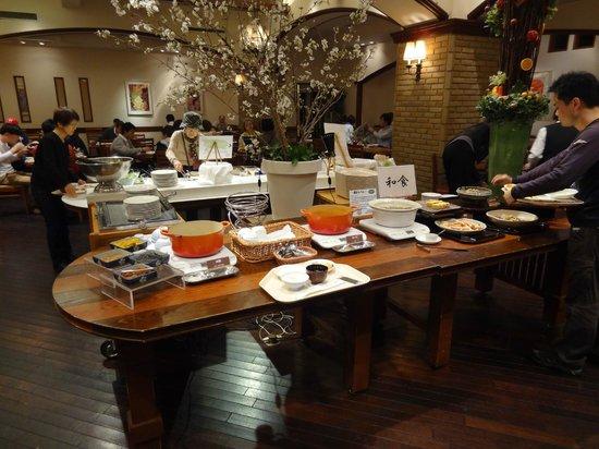 Shizuoka Grand Hotel Nakajimaya: メニューが豊富でワクワクする朝食会場