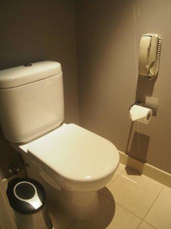 Hard Rock Hotel Macau : separate toilet