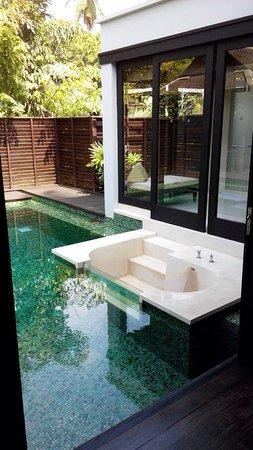 Anantara Mai Khao Phuket Villas: The bath tub