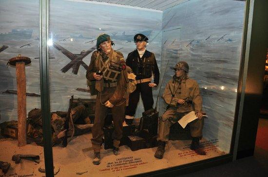 Musee Historique 39-45 : une des nombreuses présentations d'uniformes