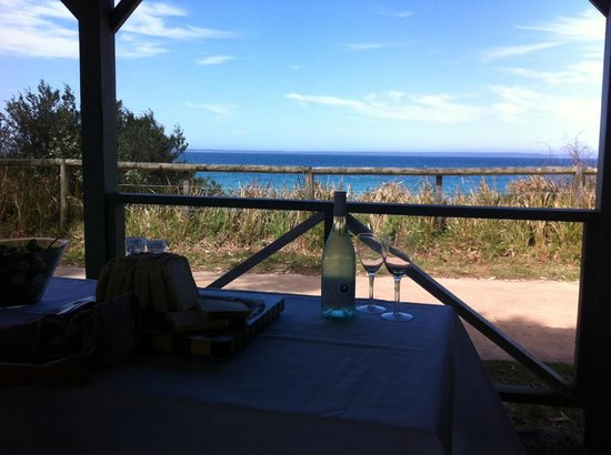 Huskisson Beach Tourist Resort: Waterfront BBQ Area