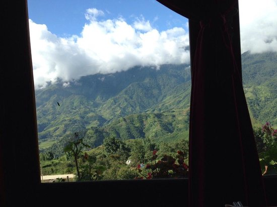 Chau Long Sapa Hotel: buffet breakfast was delicious with beautiful natural view