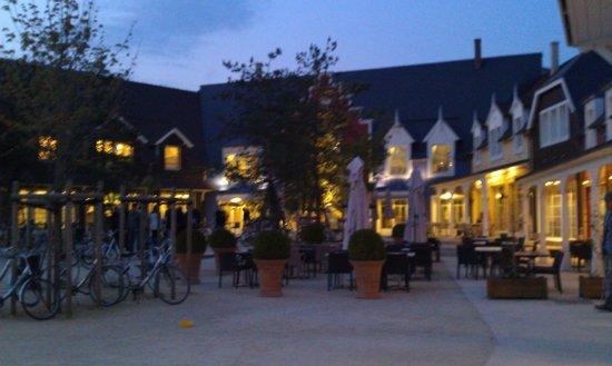 Center Parcs Le Lac d'Ailette : Une des entrée le soir ;-)