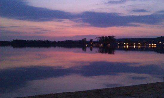 Center Parcs Le Lac d'Ailette : Le lac le soir