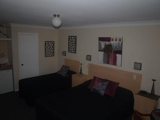 Gundagai Motel : two bedroom family room