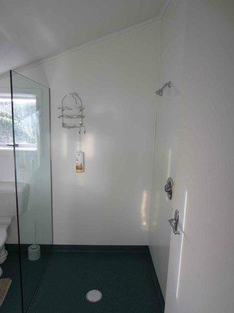 Nugget Lodge: Lighthouse Unit shower