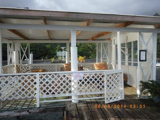 Bonjouir Lodge Paradise Pension: Faré poté sur le ponton