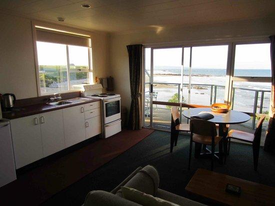Nugget Lodge: Kitchen dining Lighthouse Unit