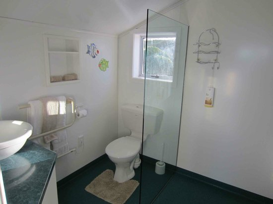 Nugget Lodge: Lighthouse Unit bathroom