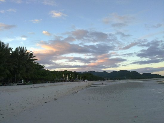 Anda White Beach Resort : Anda Town is 30 mins walk down the beach